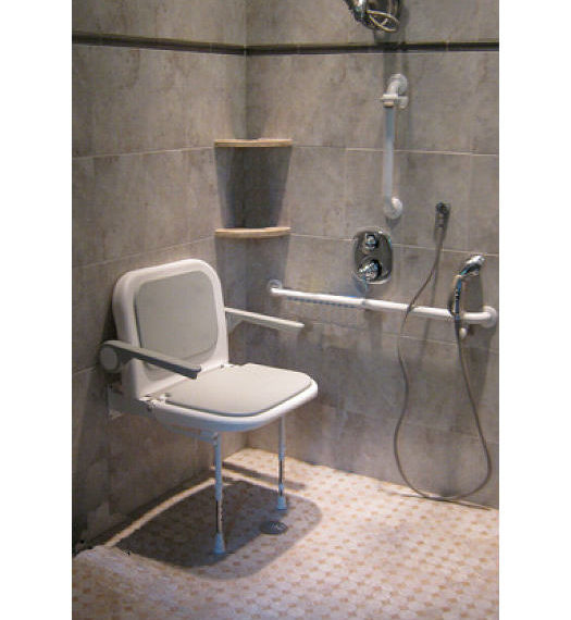 Fully accessible bath