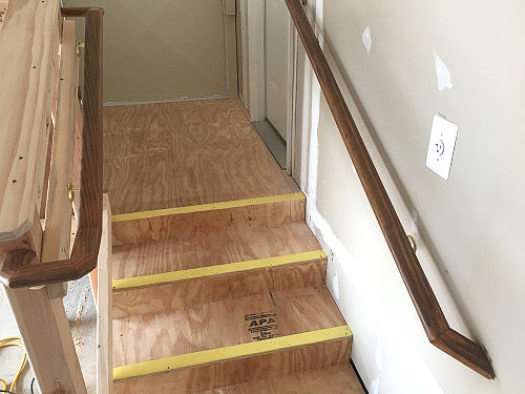 Handrail step deliniation into house